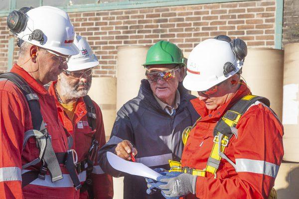 Steigerbouwers worden opgeleid door instructeur