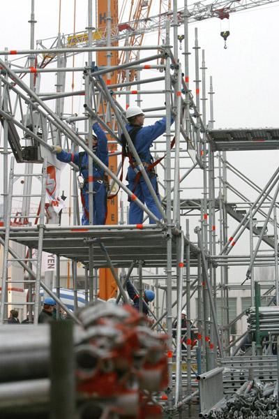 Steigerbouwers aan het werk op hoogte